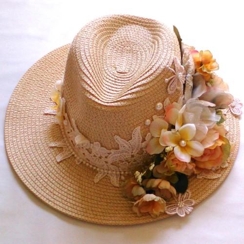 Sombrero estilo vintage decorado con flores pasamaner a y - Decoracion de sombreros ...